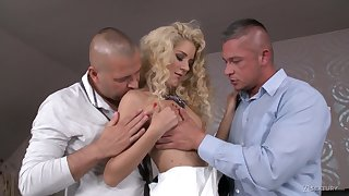 Way-out MMF threesome be useful to voracious be useful to orgasm blonde nympho